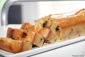 cake aux pommes caramélisées et éclats de chocolat